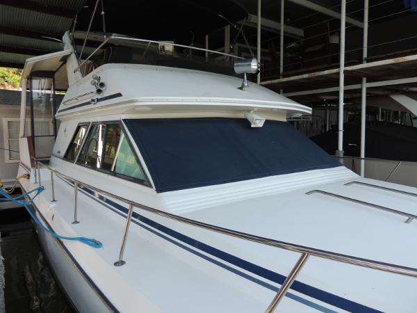 Sea Ray 380 Aft Cabin Stb. Side
