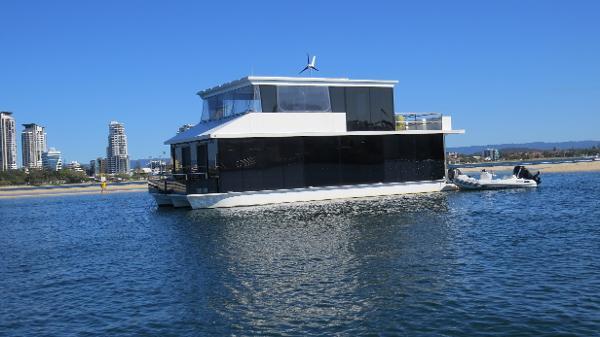 Custom Havana 45 Houseboat