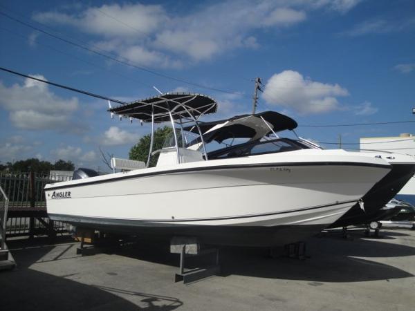 Angler Boats 2400CC