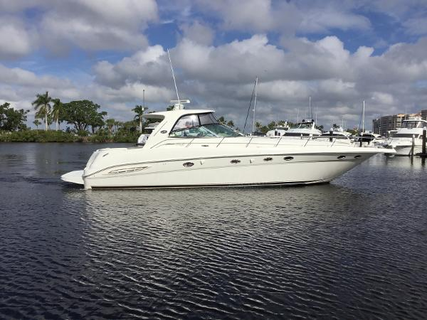 Sea Ray 460 Sundancer Starboard Profile