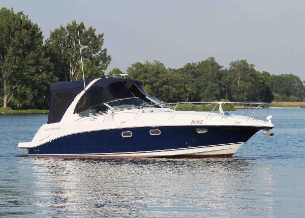 Four Winns 328 Vista Starboard Profile