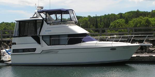 Carver 33 Aft Cabin Starboard Side