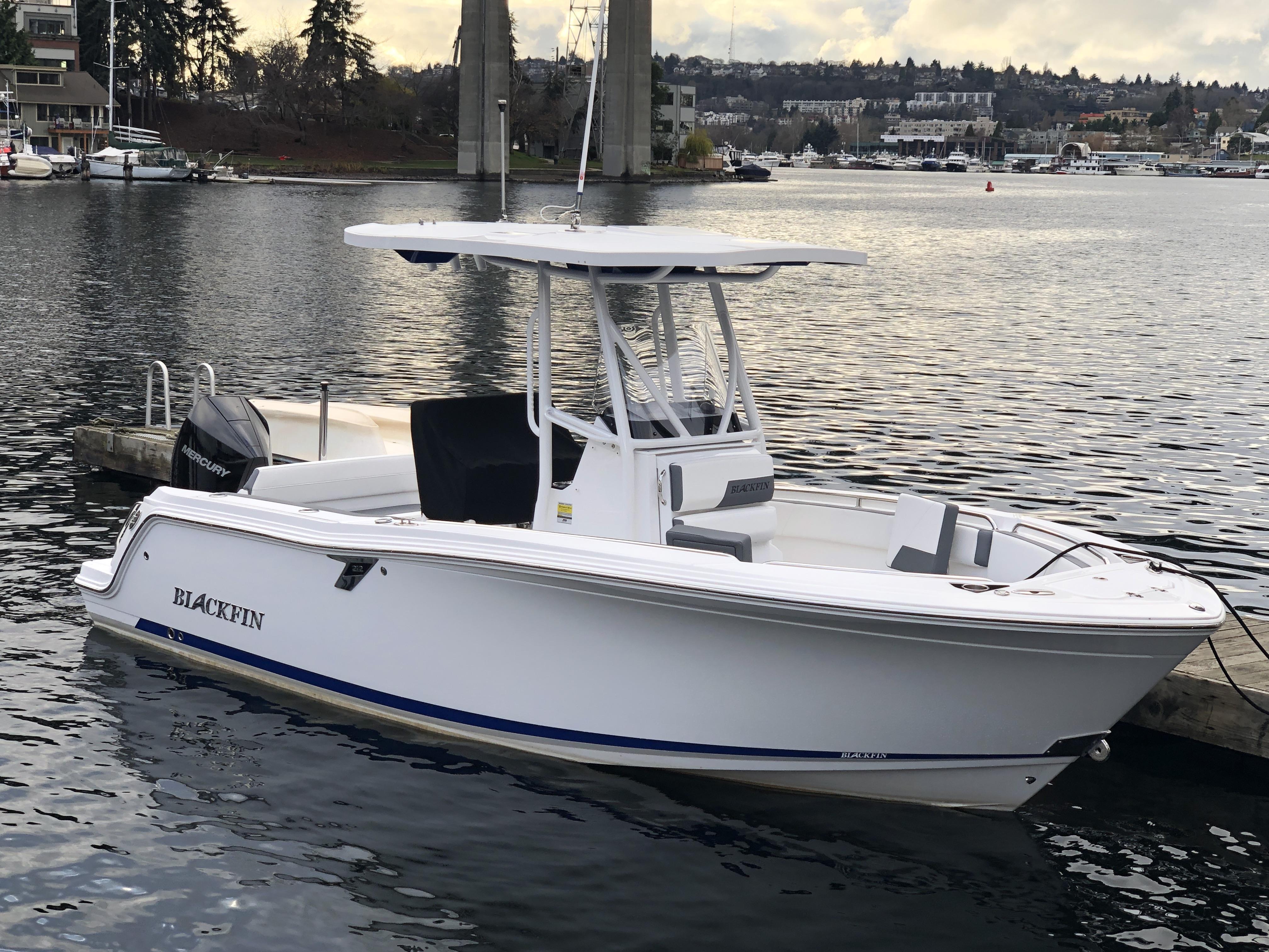 Blackfin 212 CC Blackfin 212CC