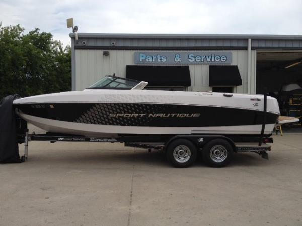 Correct Craft Sport Nautique 226 Open Bow