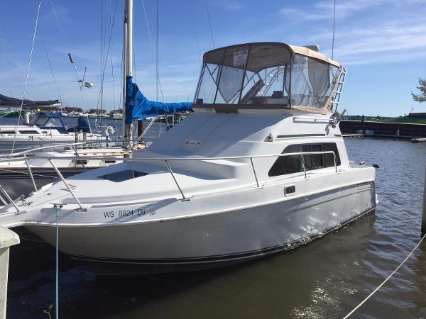Mainship 31 Sedan Bridge Great Looking Boat