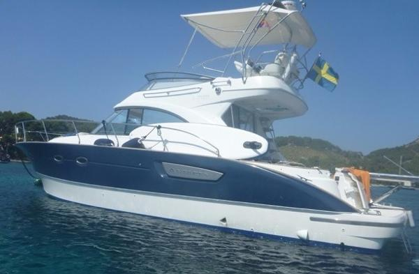 Beneteau Antares 12 Anchored up