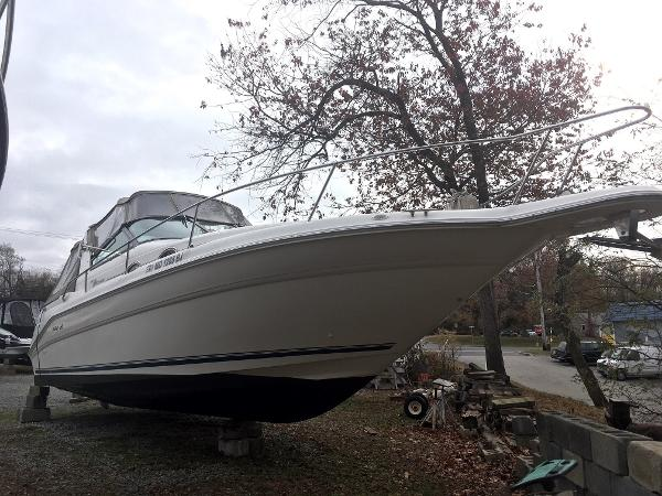 Sea Ray 290 Sundancer Starboard Bow