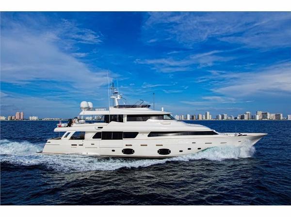 Ferretti Yachts 107