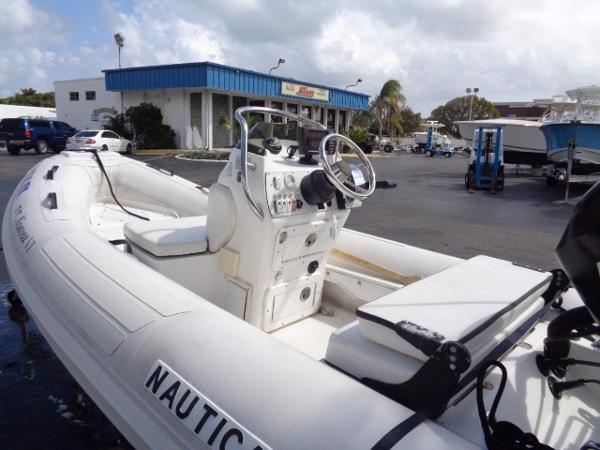 Nautica International 12