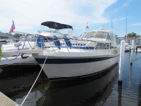 Chris-Craft Catalina 381 Port Bow Profile