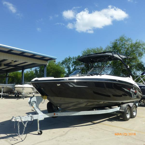 Yamaha Boats 242 LTD X E SERIES