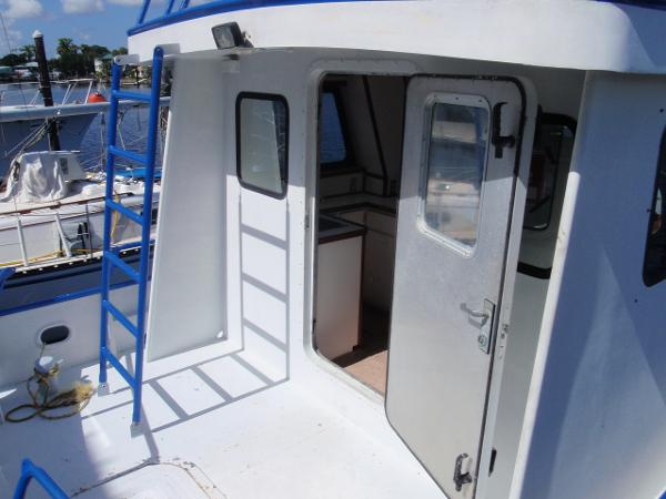 Sealable Aft Door to Main Salon