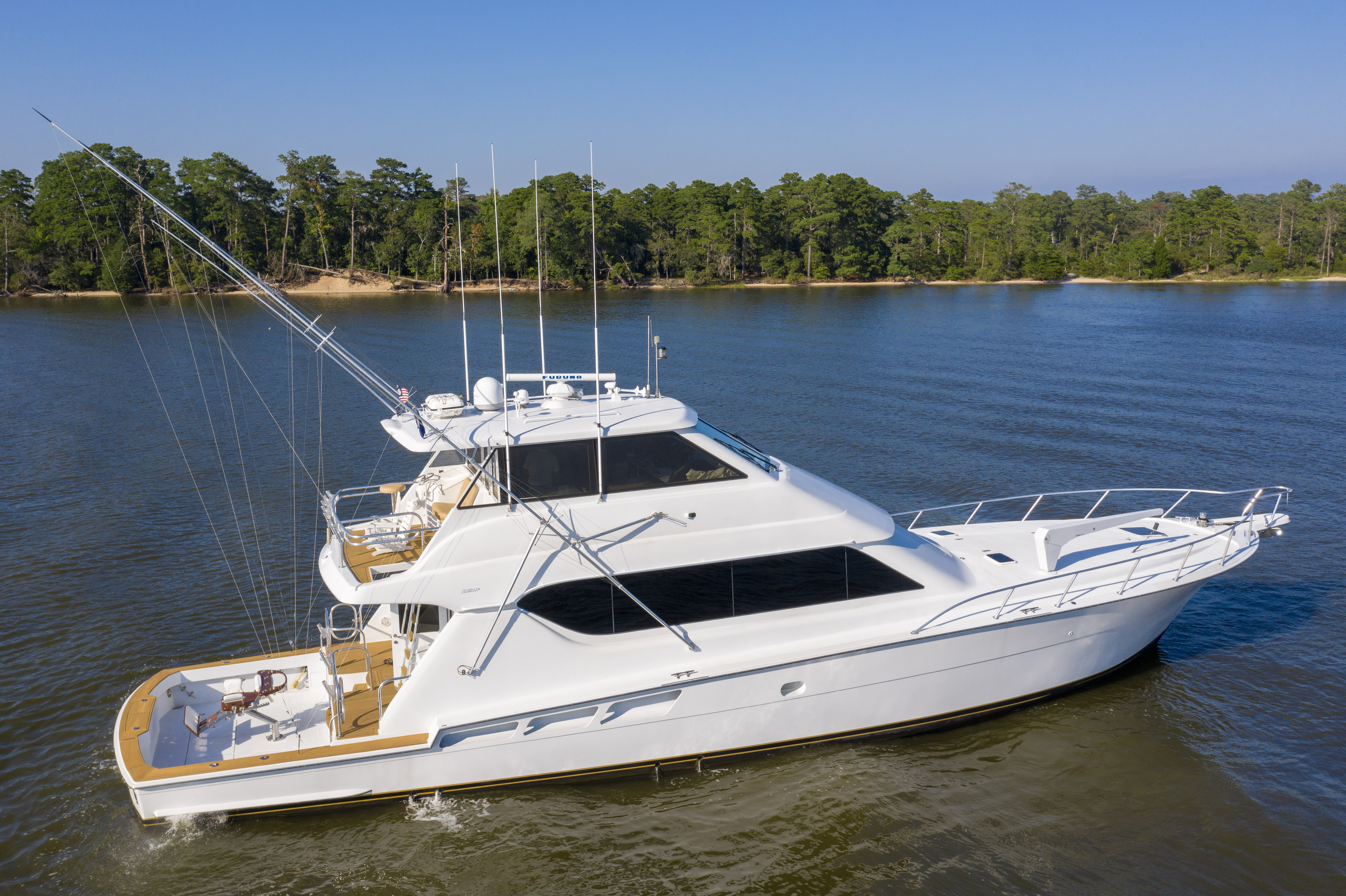 Hatteras 70 Enclosed bridge convertible Hatteras 70 Enclosed Bridge Convertible Profile