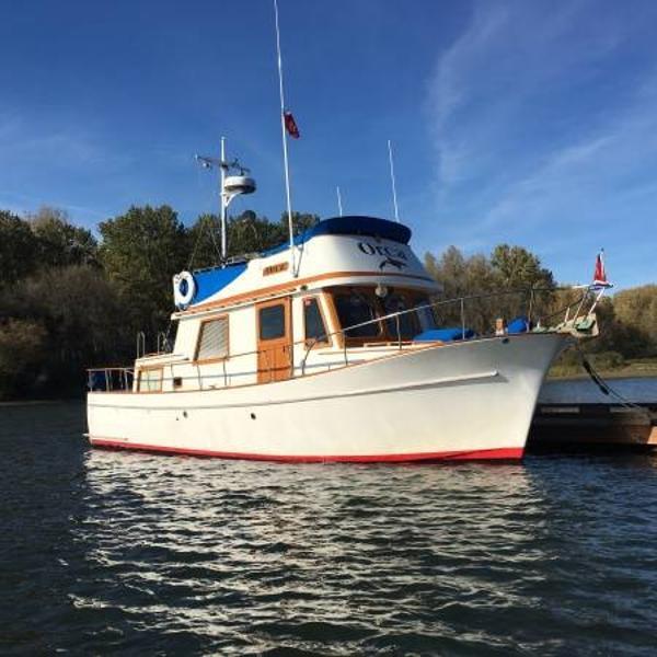 CHB 34 Tri-Cabin Trawler