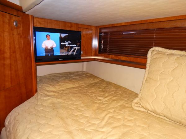 Port lower bunk w/new flat screen