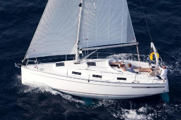 Bavaria 32 Cruiser Manufacturer Provided Image