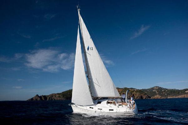 Bavaria 32 Cruiser Manufacturer Provided Image