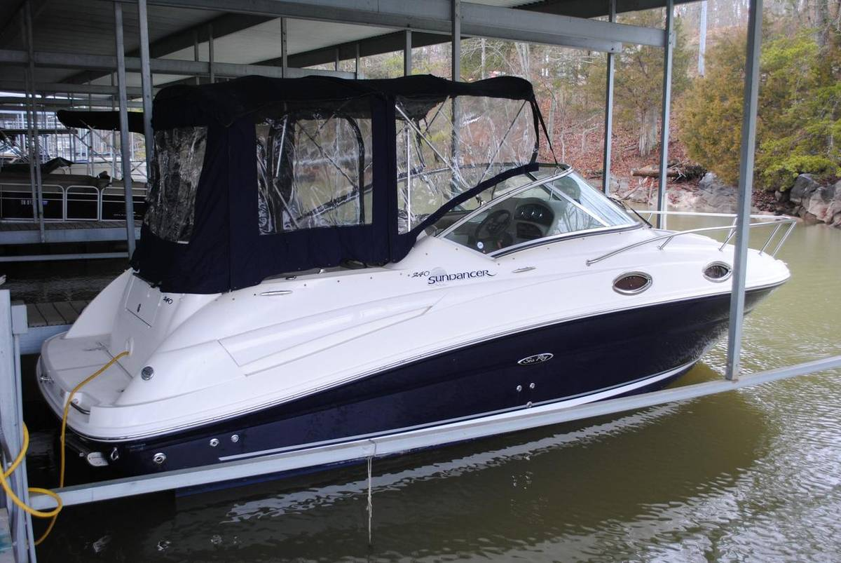 Sea Ray 240 Sundancer - BRAND NEW ENGINE!
