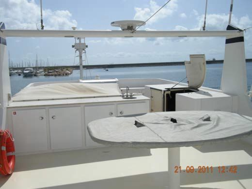 Sundeck with Jacuzzi & Dining