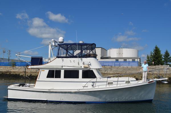 Jarvis Newman Flybridge Cruiser Underway In Rockland