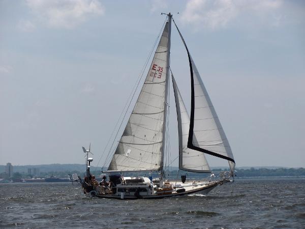 Endurance 35 Sailing in a breeze
