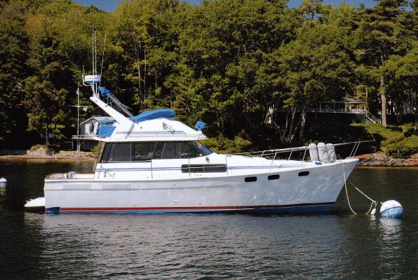 Bayliner 3818 Motoryacht On Her Mooring