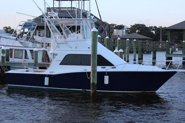 Cabo yachts 35 Flybridge Sportfisher