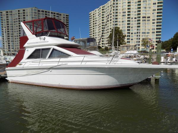 Sea Ray 345 Sedan Bridge