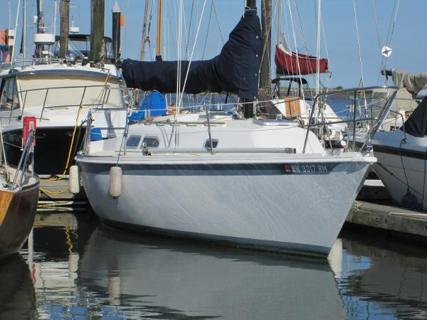 Ericson 30 Plus Starboard at the dock