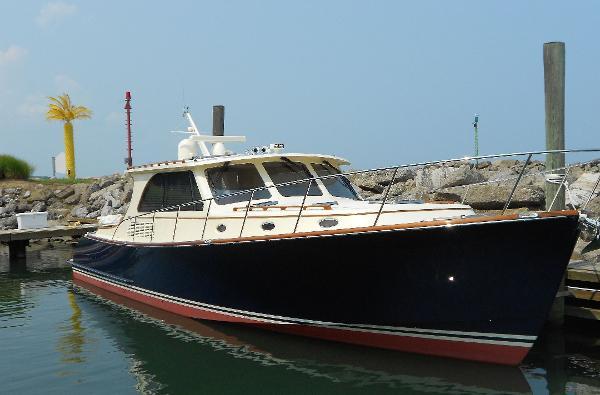 Hinckley Talaria 48 Motoryacht Moderation