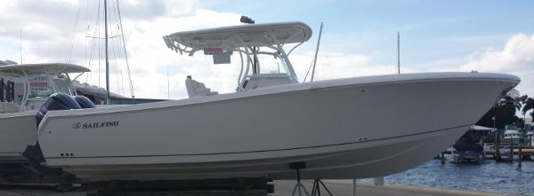 Sailfish 320 CC Profile