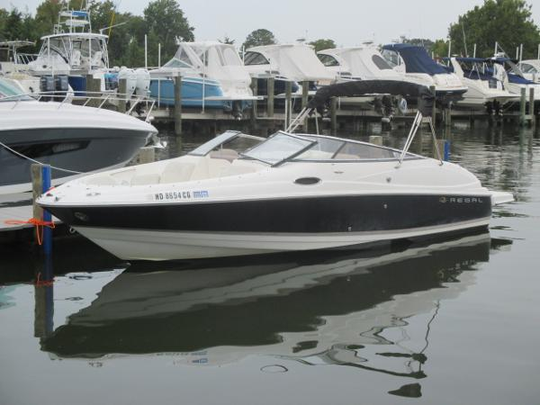 Regal 2400 Bowrider Port Bow In Water