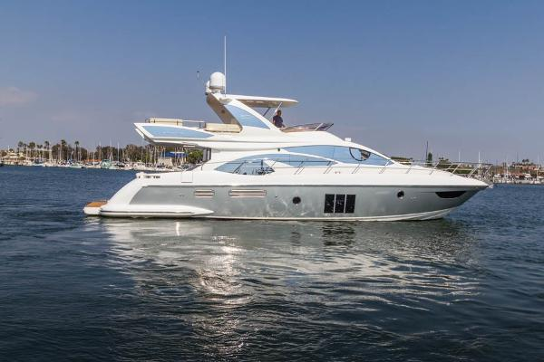 Azimut 60 Flybridge Starboard View