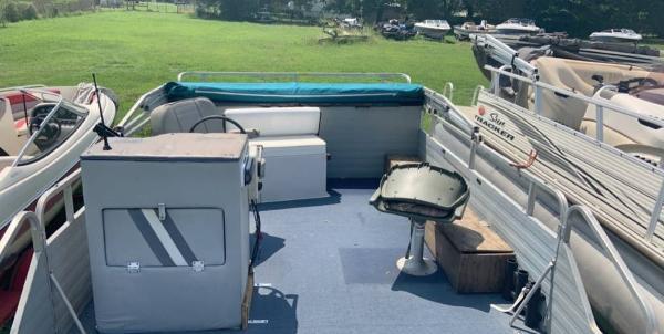 Lowe fishin barge