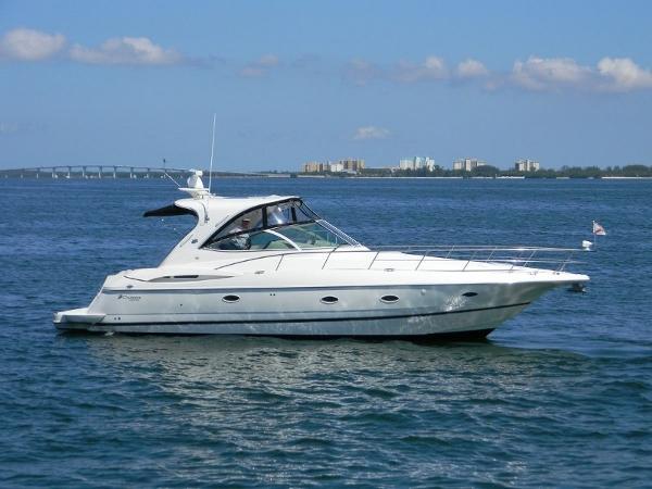 Cruisers Yachts 400 Express Profile