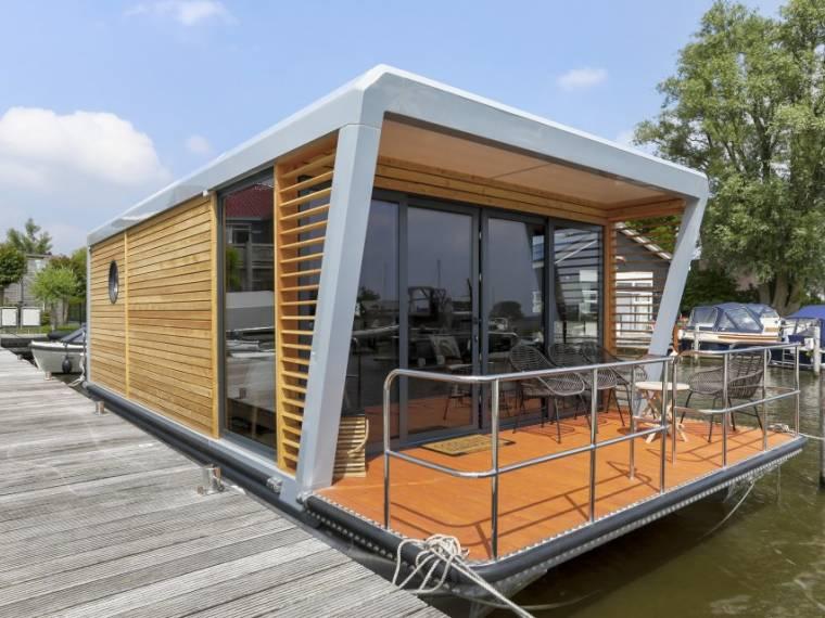 Moskit Houseboat 9600