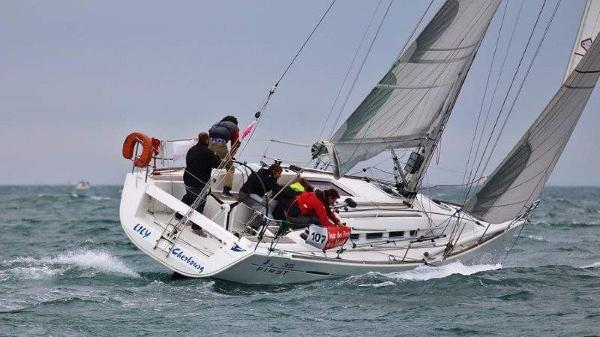 Beneteau First 35 FIRST 35 SOUS VOILES