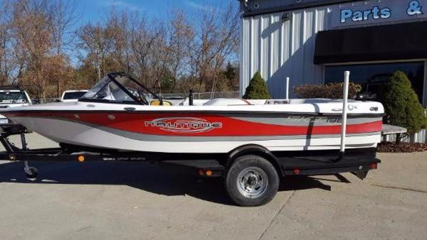 Correct Craft Ski Nautique 196 Limited Closed Bow