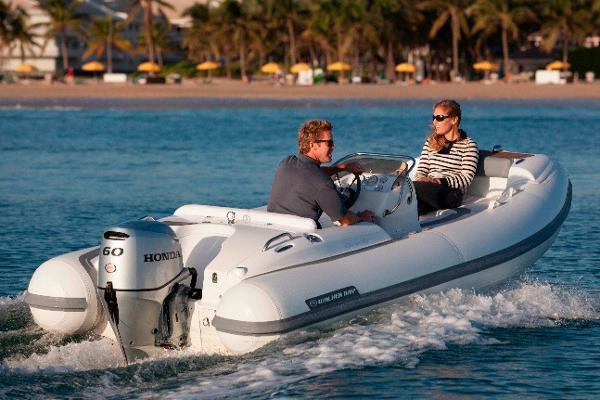 Walker Bay Generation 450 DLX Manufacturer Provided Image