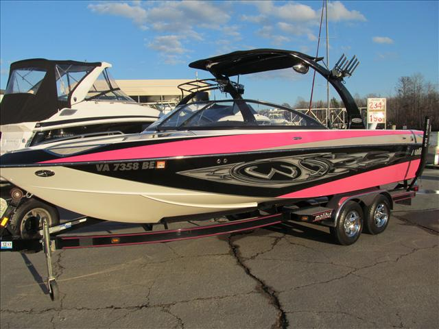Malibu Boats LLC Luxury Sport-V Series Sunscape 247