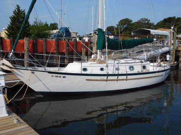 Pacific Seacraft Crealock 34