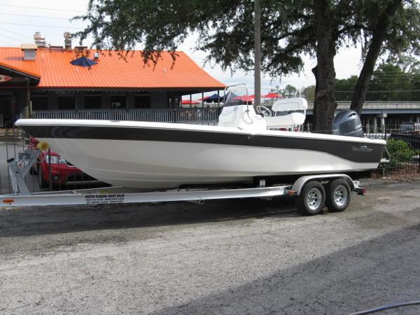 NauticStar 2400 Sport Bay
