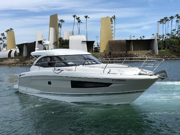 Jeanneau Leader 36 On the water !
