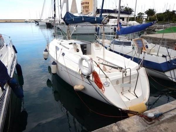Dufour Yachts 30 Classic Image 1