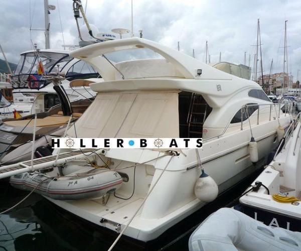 Ferretti Yachts 430 berthed