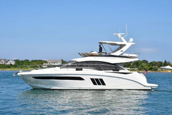 Sea Ray 51 FLYBRIDGE Port Side