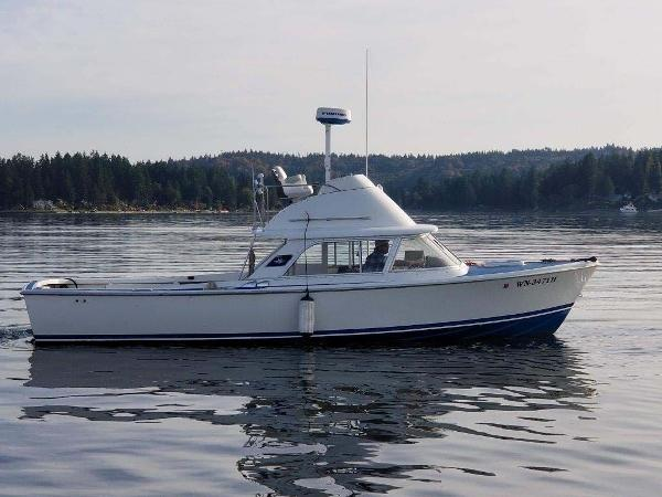 Bertram Flybridge Cruiser Starboard Profile