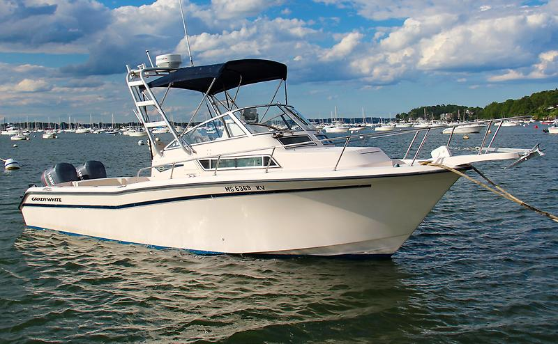 Grady-White 268 Islander Starboard Bow.jpg