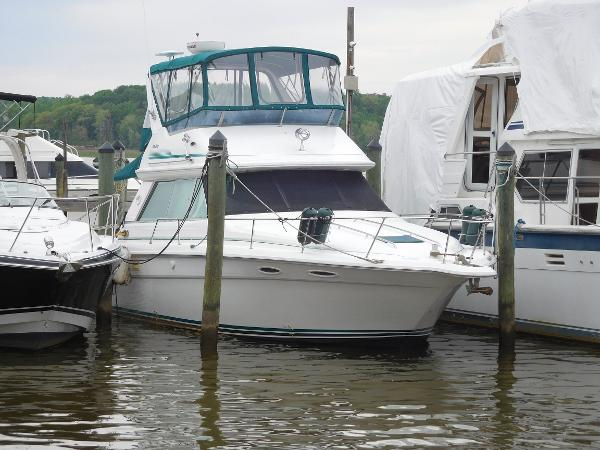 Sea Ray 370 Seadan Bridge