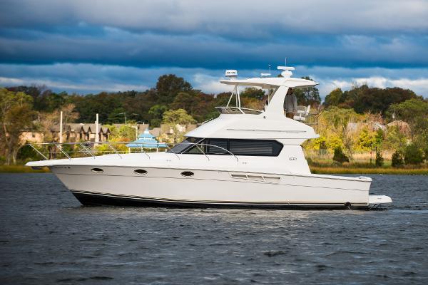 Silverton Yachts 42 Convertible Port Side